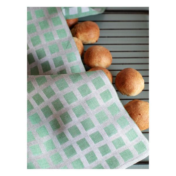 As well as yesterdays post, both swedish and green! Tea towel made from linnen by @vaxbolin  Get my reciepe for swedish semlor online, link in profile and scroll down  #bookazine